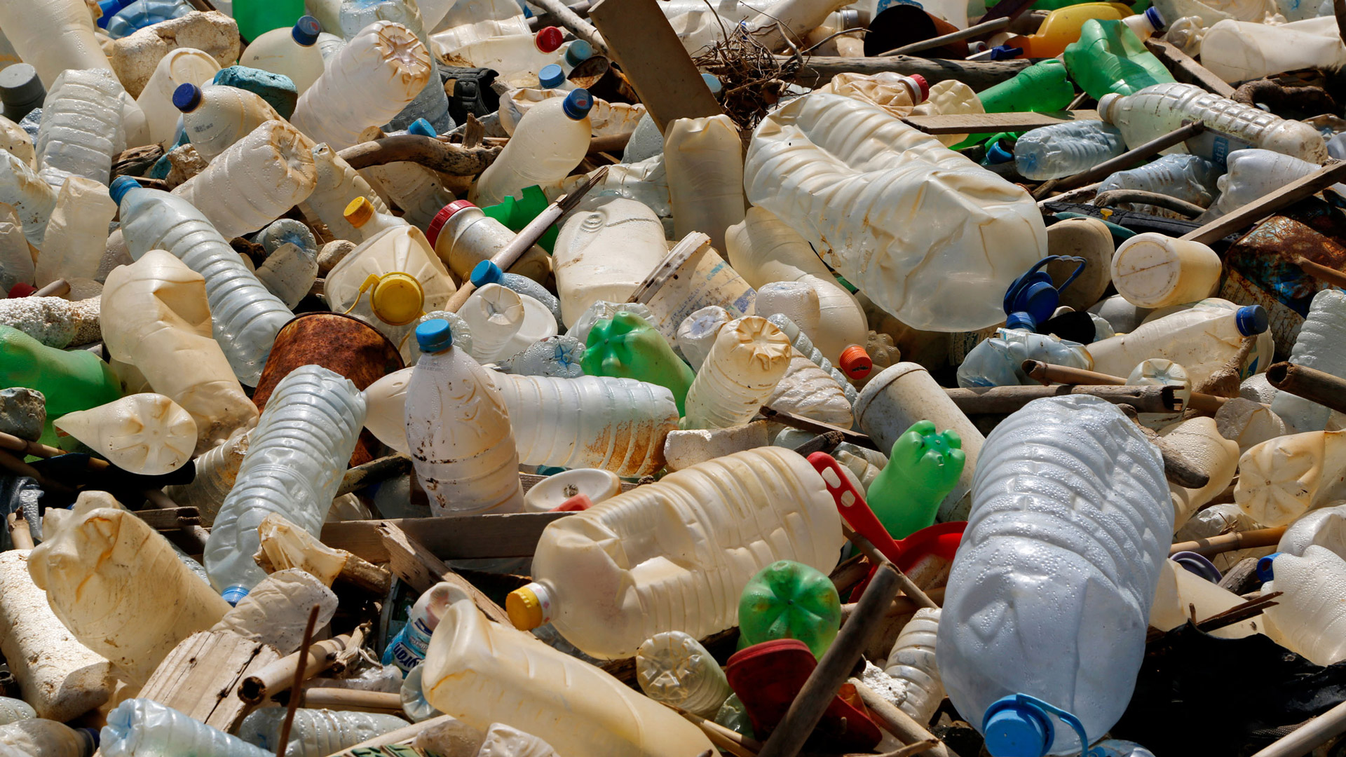 Trash from Beirut's landfills is being dumped into the sea, ending up on beaches and in fishermen's nets.