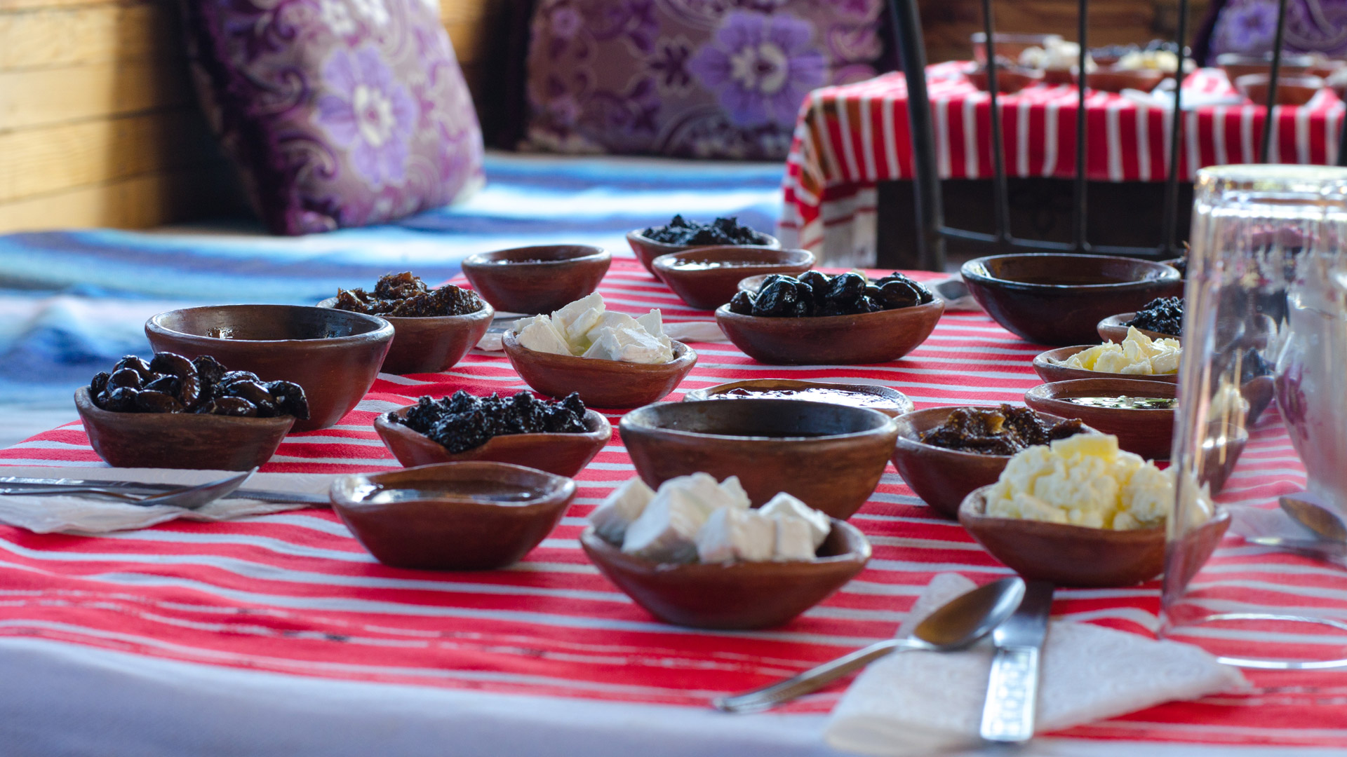 Visitors can expect home cooked meals such as tajines, and local specialties, including honey, figs and olives.